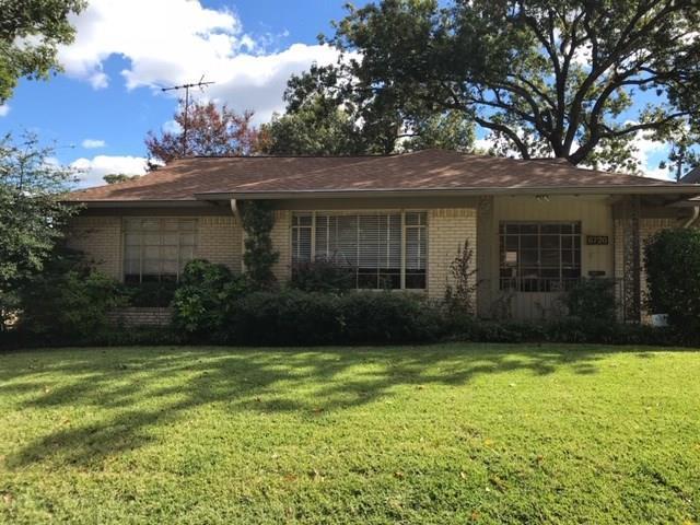 6726 Lakefair Circle, Dallas, TX 75214 (MLS #13972003) :: RE/MAX Town & Country