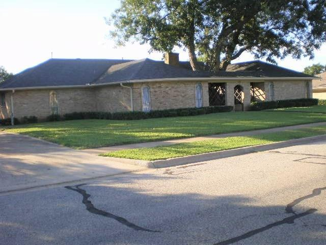 1530 Crescent Drive, Sherman, TX 75092 (MLS #13997041) :: RE/MAX Town & Country