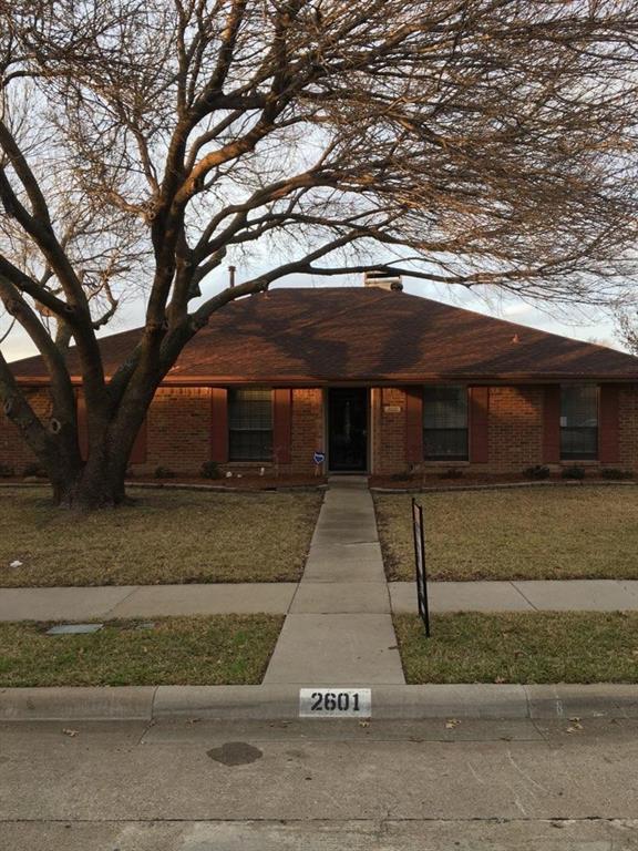 2601 Winterlake Drive, Carrollton, TX 75006 (MLS #14006003) :: Team Tiller