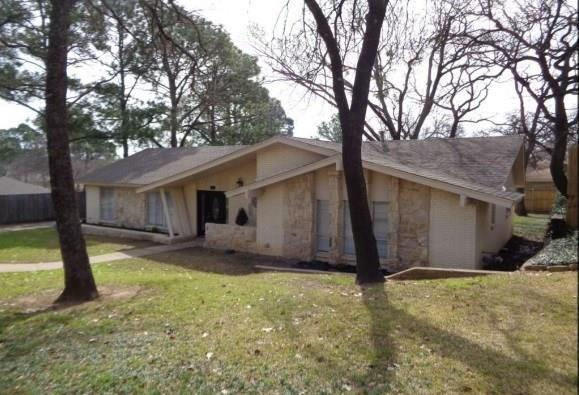 42 Devonshire Drive, Bedford, TX 76021 (MLS #14029104) :: RE/MAX Town & Country