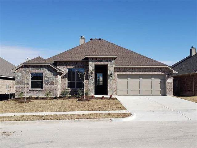 6817 Fire Dance Drive, Benbrook, TX 76126 (MLS #14163244) :: Potts Realty Group