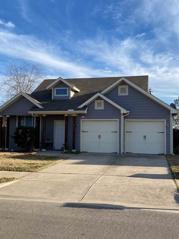 2204 Windsor Farms Drive, Denton, TX 76207 (MLS #14254680) :: The Good Home Team