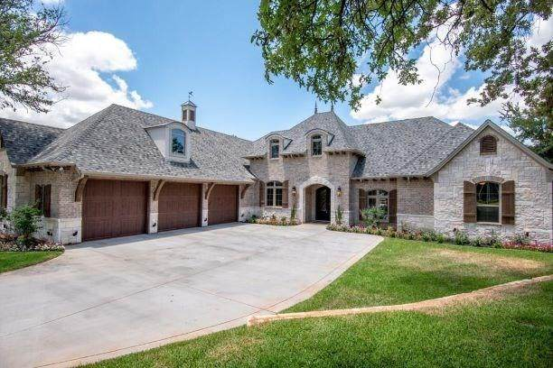 806 Summerlin Drive, Granbury, TX 76048 (MLS #14285442) :: The Kimberly Davis Group