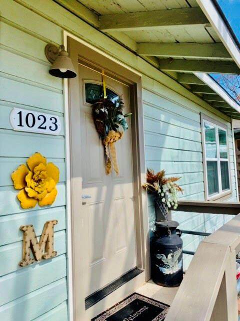1023 W Bullock Street, Denison, TX 75020 (MLS #14286092) :: All Cities Realty