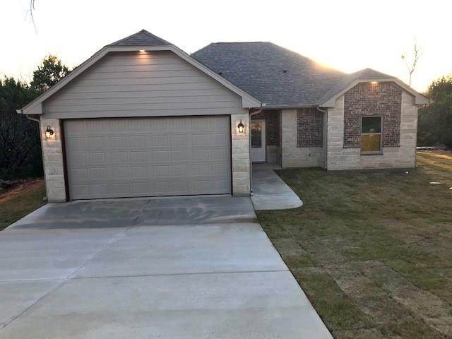 5818 Stonegate Circle, Granbury, TX 76048 (MLS #14291805) :: RE/MAX Landmark