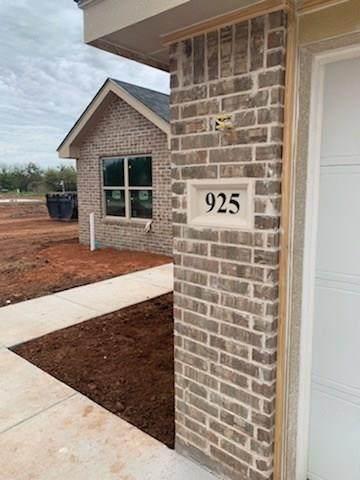 925 8TH Street, Tuscola, TX 79562 (MLS #14300491) :: Ann Carr Real Estate
