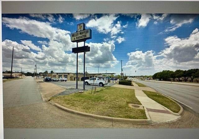 301 W Euless Boulevard, Euless, TX 76040 (MLS #14320667) :: The Tierny Jordan Network