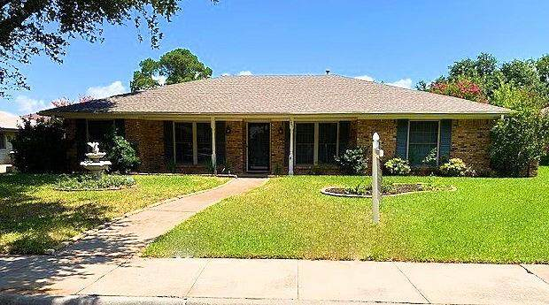 1361 Glenhill Lane, Lewisville, TX 75077 (MLS #14393799) :: The Kimberly Davis Group