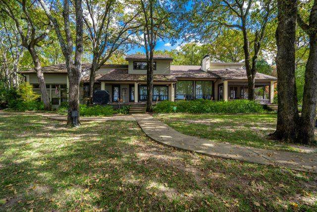 137 Diamond Oaks Drive, Mabank, TX 75156 (MLS #14466576) :: Real Estate By Design