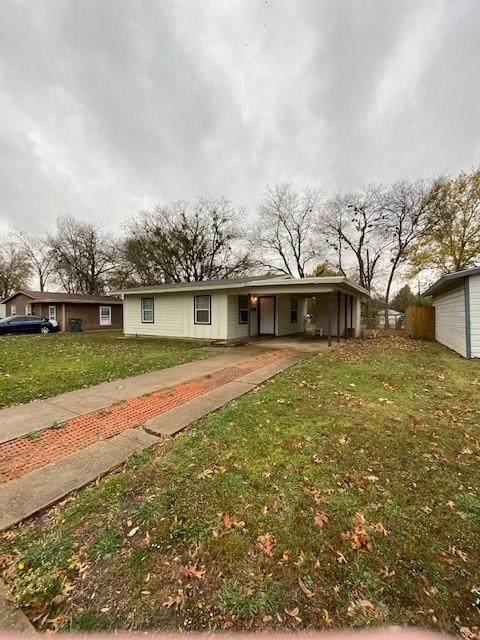 1356 Greenwood Drive, Garland, TX 75041 (MLS #14477182) :: The Mauelshagen Group