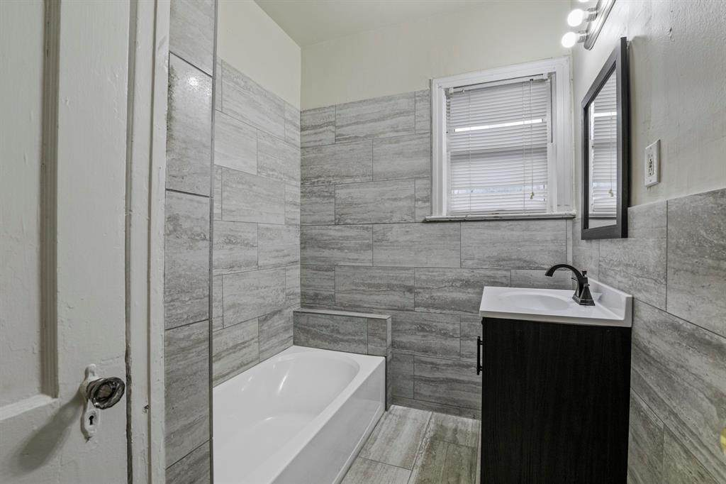 221 Montreal Avenue - Photo 1