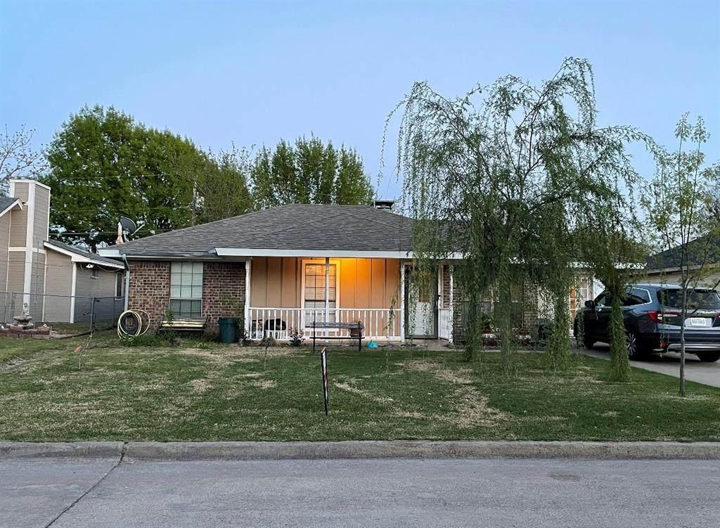 838 Linda Drive - Photo 1