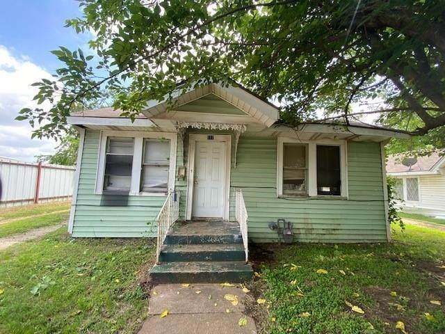 112 W Wilson Street, Cleburne, TX 76033 (MLS #14552169) :: Potts Realty Group