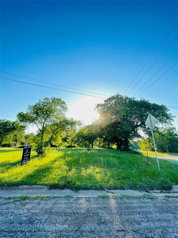 904 Industrial Street, Denton, TX 76205 (MLS #14572331) :: Real Estate By Design