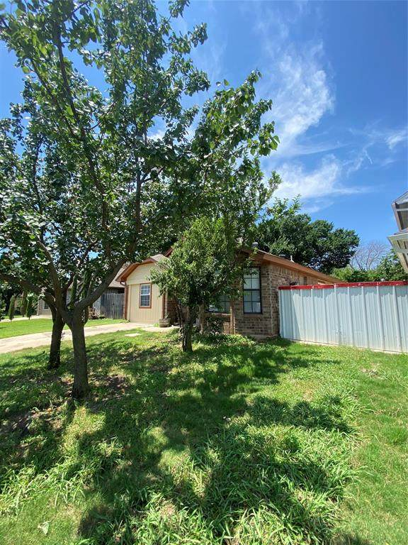 1544 Eastview Street, Fort Worth, TX 76134 (MLS #14591310) :: Real Estate By Design