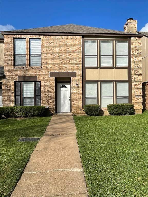 2402 SW Long Ridge Lane SW, Arlington, TX 76014 (MLS #14594340) :: The Heyl Group at Keller Williams