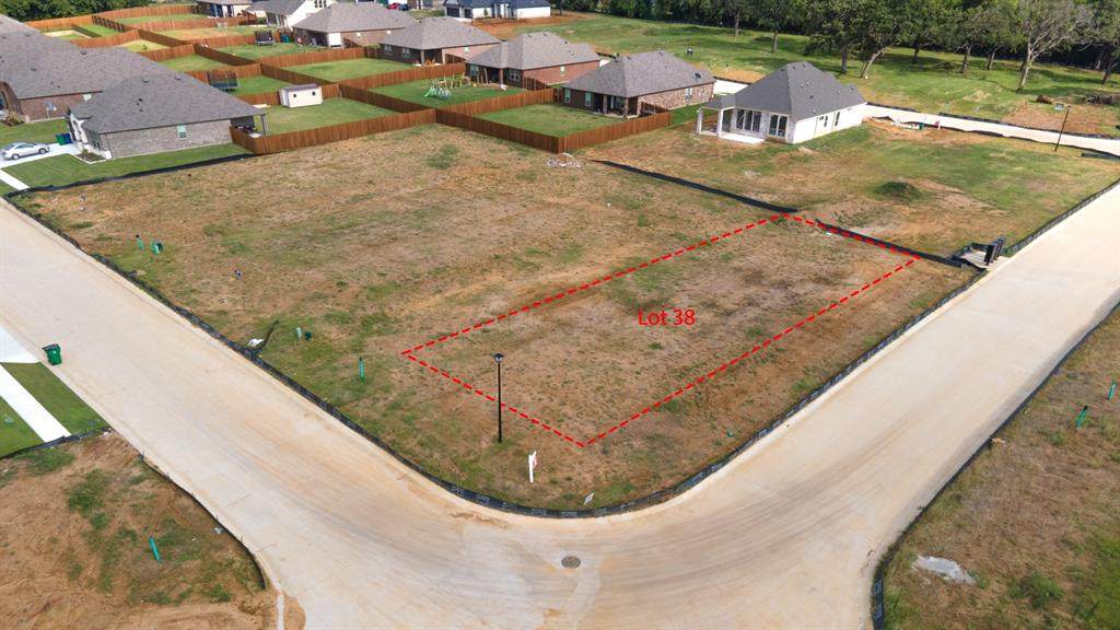 139 Lakeview Circle - Photo 1