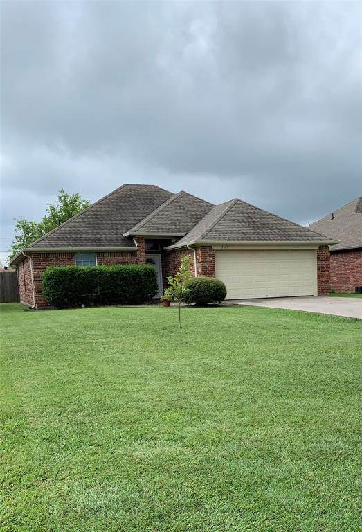 3425 Shelby Avenue, Greenville, TX 75402 (MLS #14641427) :: The Good Home Team