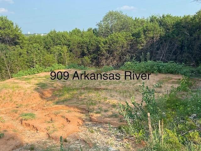 909 Arkansas River Drive, Granbury, TX 76048 (MLS #14642278) :: Real Estate By Design
