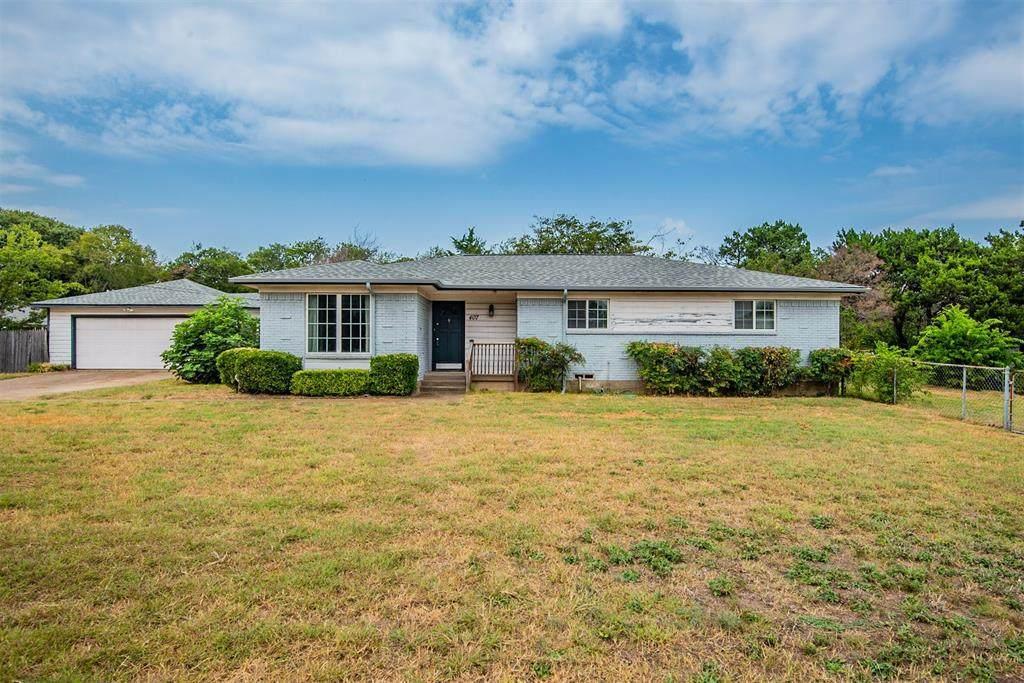 407 Royal Oak Drive - Photo 1