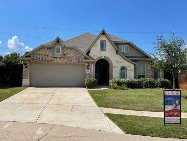 1124 Broken Wheel Trail, Aubrey, TX 76227 (MLS #14673930) :: Real Estate By Design