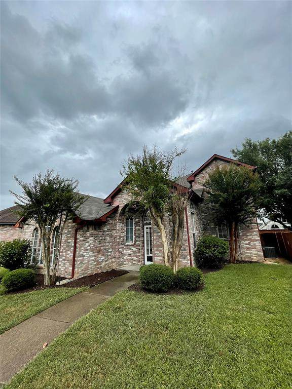 2112 Amber Springs, Mesquite, TX 75181 (MLS #14690913) :: The Star Team | Rogers Healy and Associates