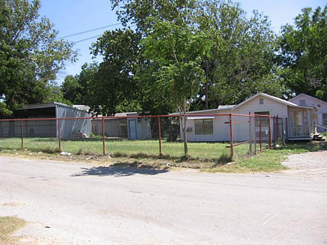 1201 E Central Avenue E, Comanche, TX 76442 (MLS #12004527) :: Frankie Arthur Real Estate