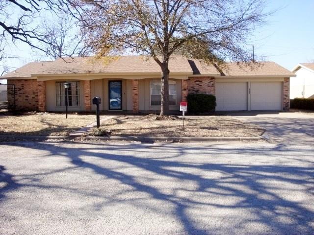1510 Fairway, Graham, TX 76450 (MLS #13758140) :: Team Hodnett