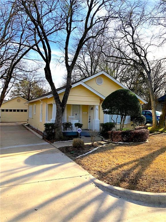 220 E Franklin Street, Grapevine, TX 76051 (MLS #13784767) :: Team Hodnett