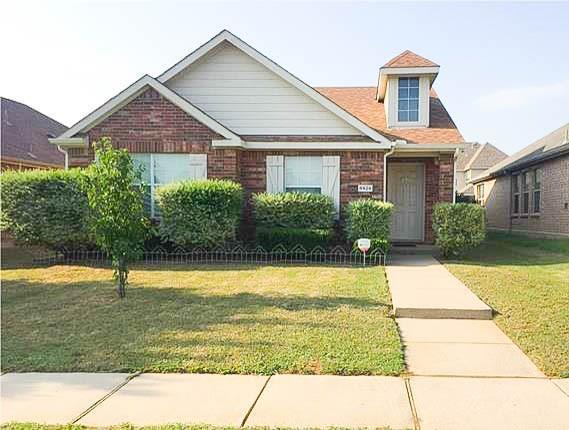 8929 Eastwood Avenue, Cross Roads, TX 76227 (MLS #14083342) :: The Heyl Group at Keller Williams