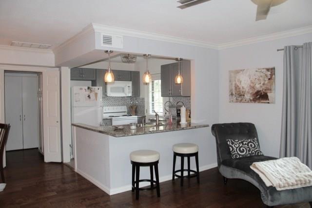 8516 Baltimore Drive #201, Dallas, TX 75225 (MLS #14104823) :: Van Poole Properties Group