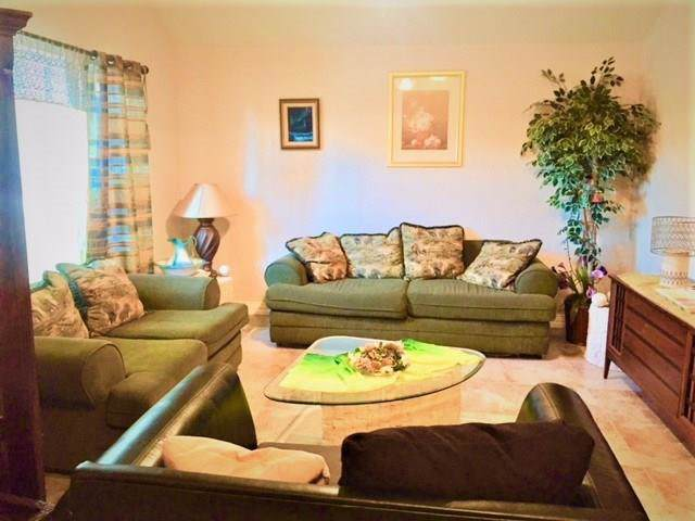 947 Wood Brook Drive, Grand Prairie, TX 75052 (MLS #14173496) :: Lynn Wilson with Keller Williams DFW/Southlake