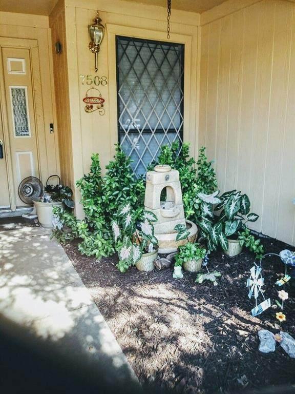 7508 Clover Lane, Watauga, TX 76148 (MLS #14402707) :: Frankie Arthur Real Estate