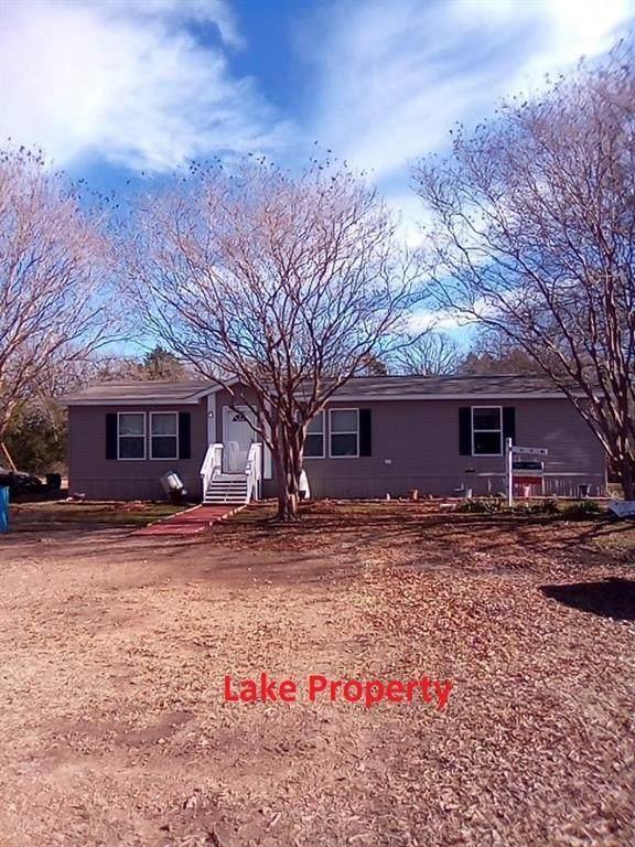 7202 Parkview Drive, Bonham, TX 75418 (MLS #14493276) :: The Kimberly Davis Group