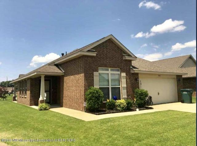 3282 Earlcastle Drive, Southaven, MS 38671 (#323000) :: Berkshire Hathaway HomeServices Taliesyn Realty