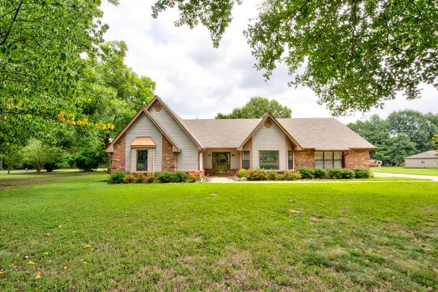 8270 Summerwood Circle, Olive Branch, MS 38654 (MLS #331020) :: The Live Love Desoto Group