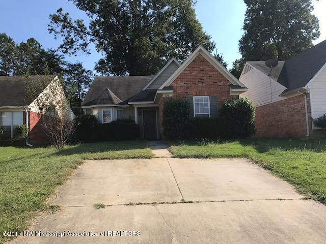 725 Burton, Southaven, MS 38671 (#312963) :: Berkshire Hathaway HomeServices Taliesyn Realty