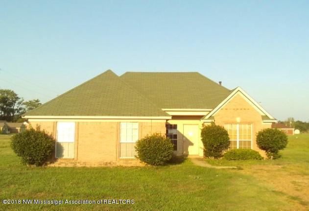 1186 Aubrey Street, Tunica, MS 38676 (MLS #319397) :: The Home Gurus, PLLC of Keller Williams Realty