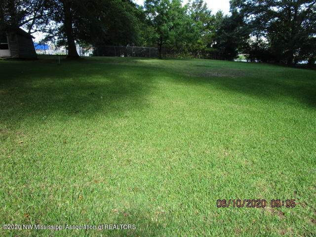 124 Gardenview, Senatobia, MS 38668 (MLS #329855) :: The Live Love Desoto Group