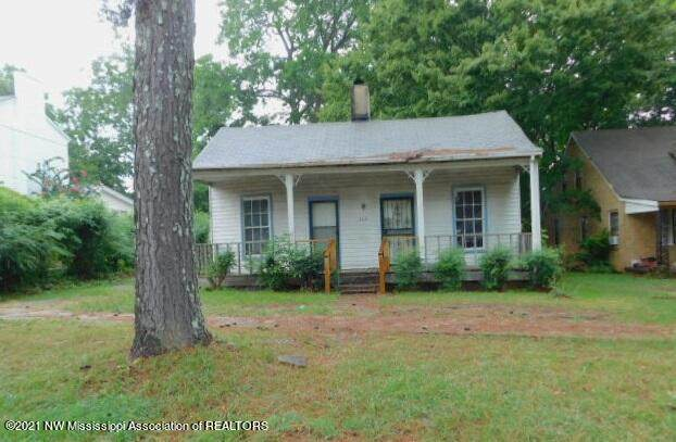 360 E College Avenue, Holly Springs, MS 38635 (MLS #337268) :: The Live Love Desoto Group
