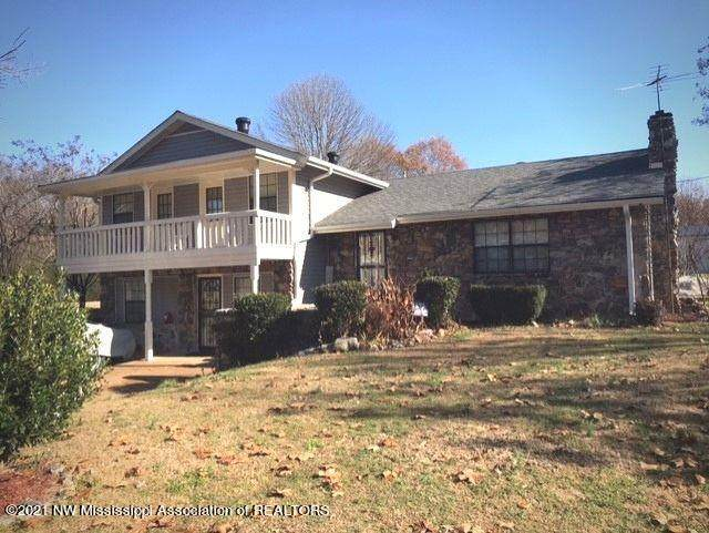 2067 Hammond Hill Road, Senatobia, MS 38668 (MLS #333358) :: The Live Love Desoto Group