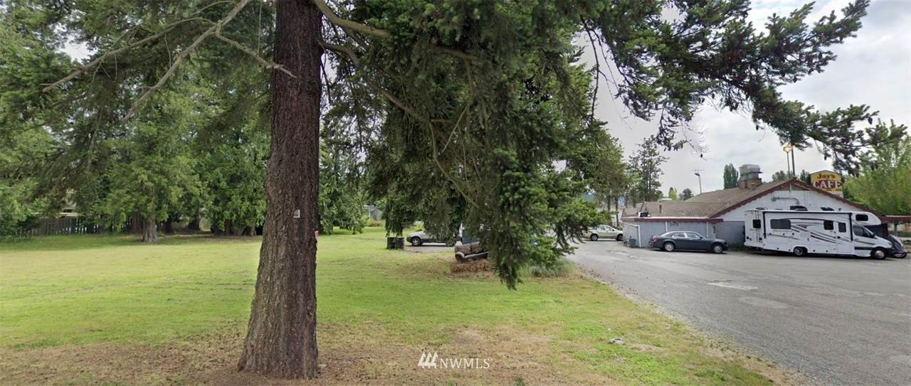 7520 Bothell Way - Photo 1