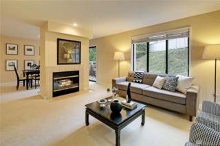 5225 50th Ave NE #207, Seattle, WA 98105 (#1091217) :: Ben Kinney Real Estate Team