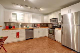 11615 127th Lane NE A-10, Kirkland, WA 98034 (#1092080) :: Ben Kinney Real Estate Team