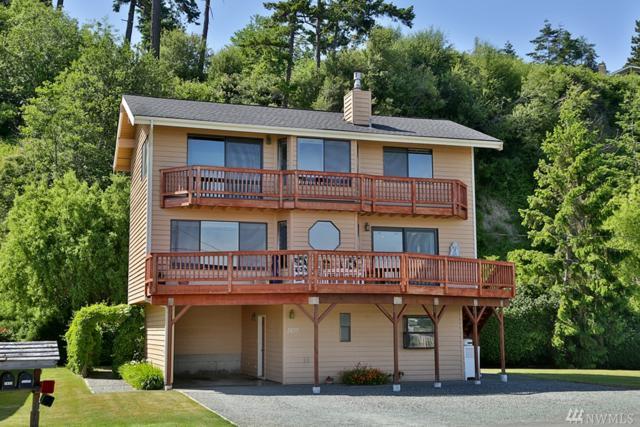 3837 Driftwood Dr, Clinton, WA 98236 (#1140740) :: Ben Kinney Real Estate Team