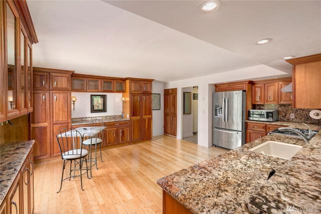 9909 NE 1st St #408, Bellevue, WA 98004 (#1141580) :: Ben Kinney Real Estate Team