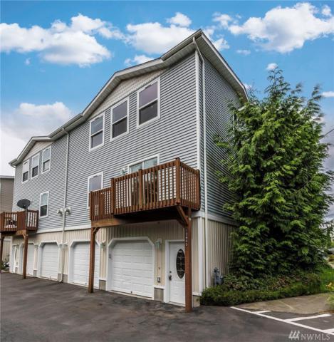 12405 10th Lane SW A, Burien, WA 98146 (#1144603) :: Ben Kinney Real Estate Team