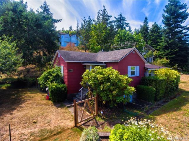 2517 17th St, Anacortes, WA 98221 (#1179750) :: Ben Kinney Real Estate Team