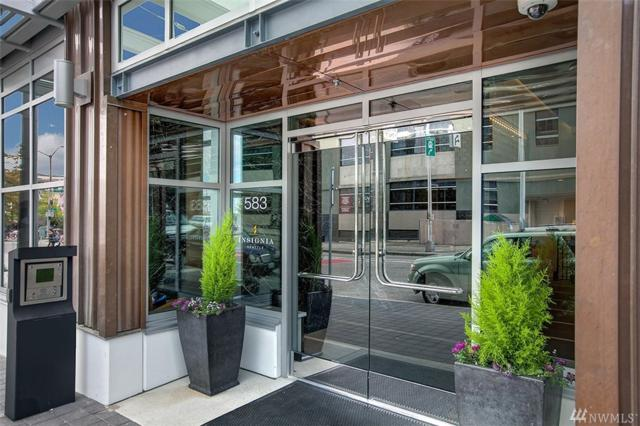 583 Battery St 606N, Seattle, WA 98121 (#1247474) :: Kwasi Bowie and Associates