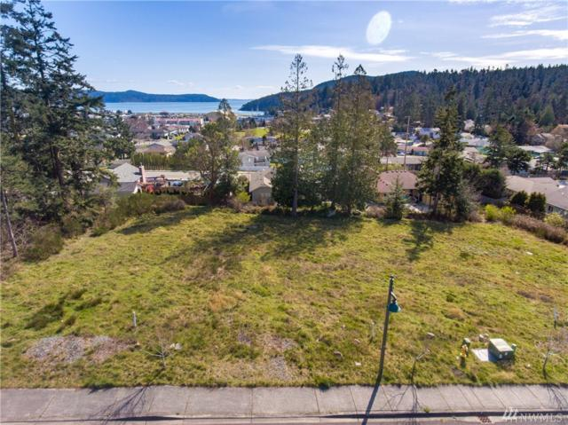 6015 Pacific Ave, Anacortes, WA 98221 (#1262361) :: Keller Williams Everett
